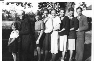 Marina, Sophie Nicolaevna Gorboff, Vladimir, Marie Catherine Litviak, Sophie , Juliette ,Michel Gorboff Archives familiales (c)