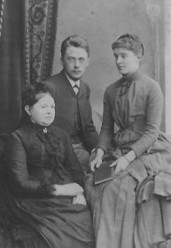 Nicolas et Sophie Gorboff avec Elizaveta Vassilievna Masloff, 1887, Moscou Archives familiales (c)